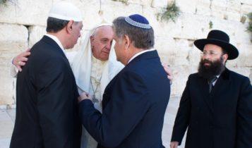 Papież Franciszek z Żydami / Fot. Youtube