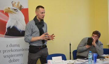 Jacek Międlar podczas konferencji w Kaliszu