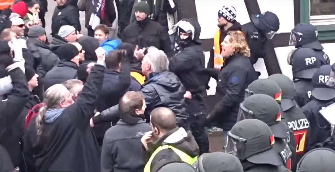 Antifa staje w obronie islamskiego zbrodniarza z Kandel / Fot. Youtube