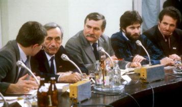 Na zdjęciu z kwietnia 1989 r. obrady Okrągłego Stołu. Od lewej: Jacek Merkel, Tadeusz Mazowiecki, Lech Wałęsa, Władysław Frasyniuk, Zbigniew Bujak / Fot. wpolityce