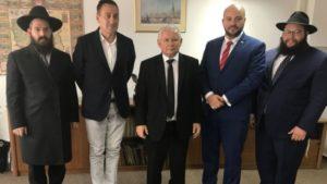 Jarosław Kaczyński, rabin Chabad Lubawicz i m.in. Jonny Daniels / Fot. Twitter
