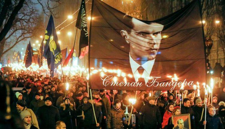 Marsz na Ukrainie z wizerunkami Stepana Bandery / Fot. EMPR