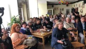 KOD na spotkaniu z prof. Pawłowicz/ fot. facebook