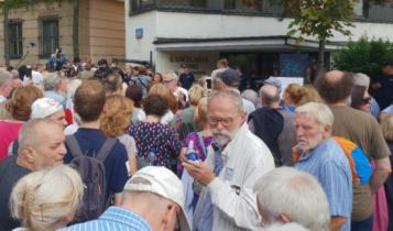 KOD, Obywatele RP i Strajk Kobiet przed Sejmem/ fot. twitter
