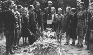 pogrzeb listonosza poczty powstańczej harcerza Zbyszka Banasia (ps. Banan)/ fot. arch.