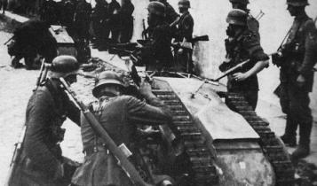 """Niemcy przygotowują """"Goliatha"""" do szturmu/ fot. arch."""