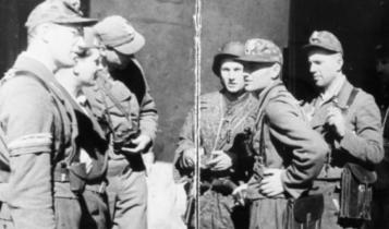 """kpt. Wacław Stykowski ps. """"Hal"""" (drugi od prawej)/ fot. arch."""