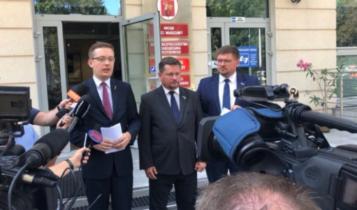 konferencja prasowa przed Biurem Bezpieczeństwa i Zarządzania Kryzysowego m.st. Warszawy/ fot. twitter