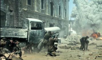 """powstańcy odpierają niemiecki atak na przyczółku czerniakowskim/ fot. scena z filmu """"Miasto 44"""""""
