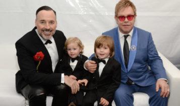 Elton John i David Furnish z adoptowannymi dziećmi / Fot. Twitter