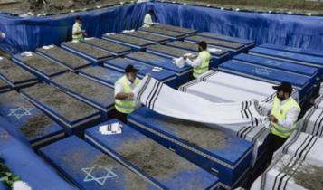 pogrzeb ekshumowanych szczątków ofiar Holokaustu na Białorusi/ fot. twitter AP