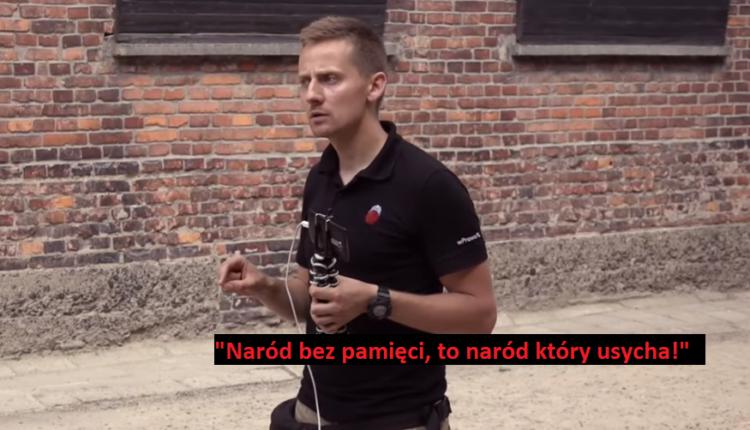 Jacek Międlar przemawia na terenie obozu KL Auschwitz (14 czerwca 2019) / Fot. YouTube