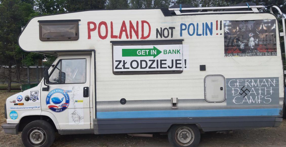 """Kamper z napisem """"Poland not Polin"""" / Fot. Jurek Ogórek"""