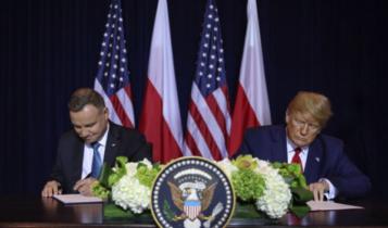 prezydenci Duda i Trump podpisują w Nowym Jorku deklarację o współpracy obronnej/ fot. Twitter Kancelaria Prezydenta RP
