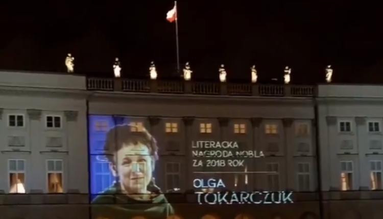 Olga Tokarczuk na Pałacu Prezydenckim/ fot. screen